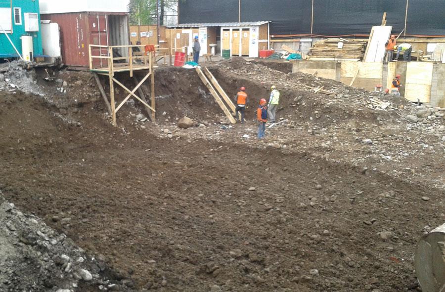 2012: Excavación con máquina excavadora. Las Verbenas, Santiago.