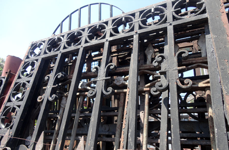 Rejas grandes dimensiones de fierro forjado, variedad.