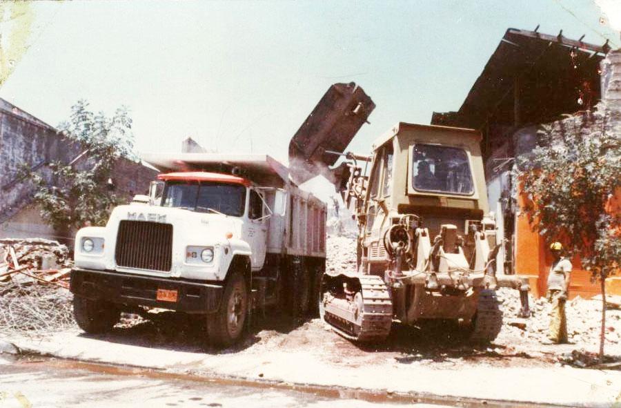 1981: Retiro de escombros mecanizado, Teatro Portugal.