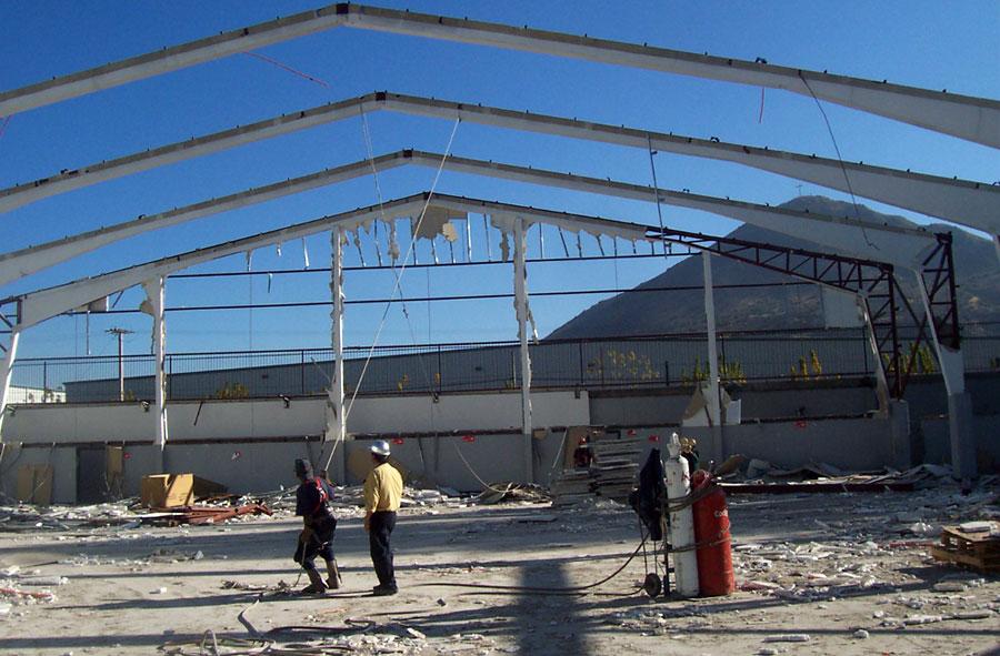 2007: Desmantelamiento de dependencias Laboratorio Saval, Panamericana Norte, Santiago.
