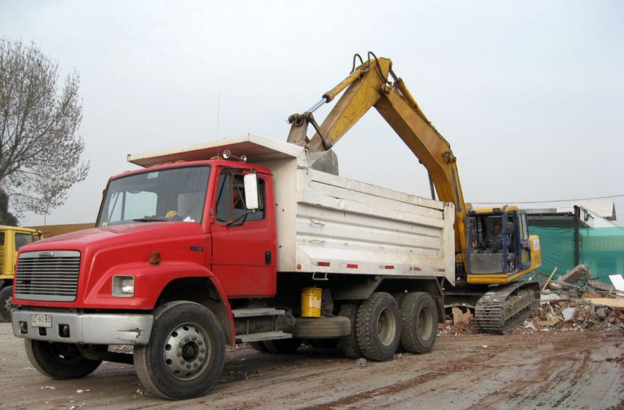 2007: Retiro de escombros mecanizado, Laboratorios Saval.
