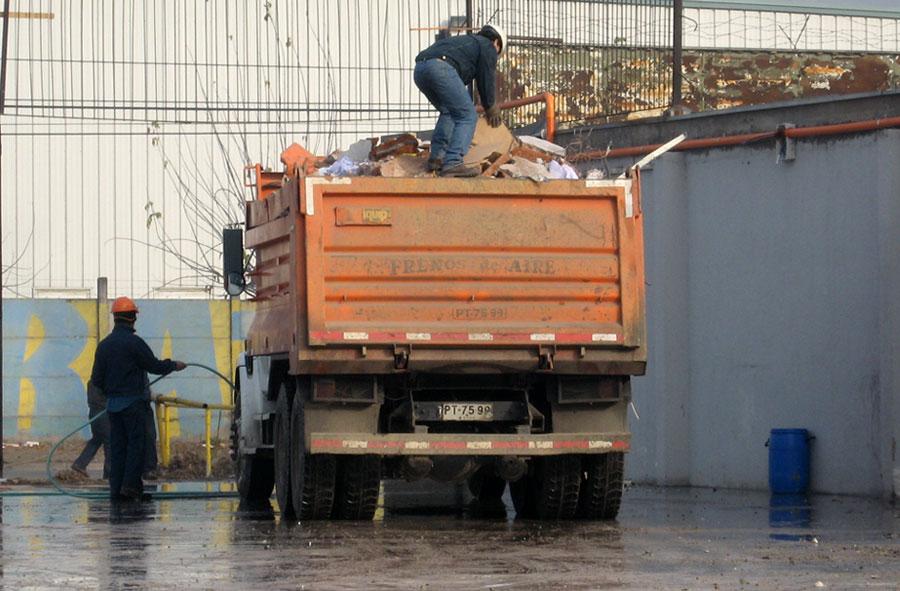 2007: Limpieza total y retiro de escombros, Laboratorios Saval.