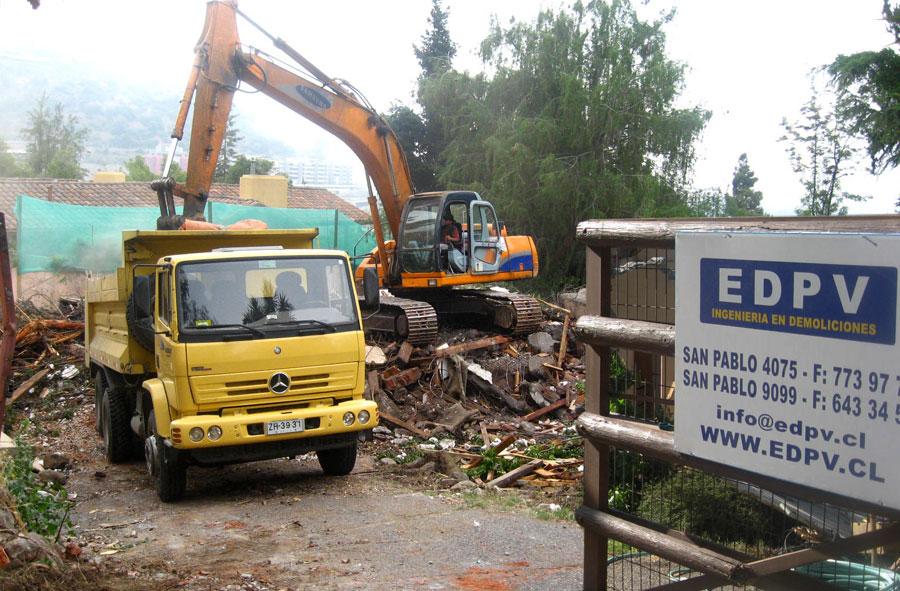 2007: Retiro de escombros mecanizado, Las Condes, Santiago.