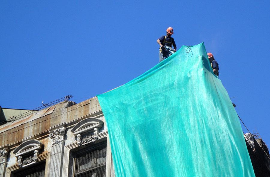 2010: Demolición con martillo percutor de dependencias Universidad Católica de Valparaíso.