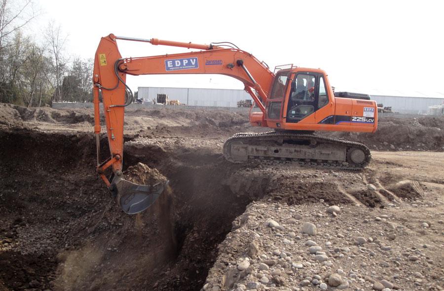 2010: Excavación y movimientos de tierra, Lo Barnechea, Santiago.